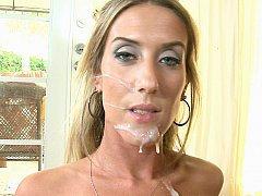 Жаркая блондинка со спермой на ее личике