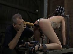 Телка любит острые ощущения в сексе