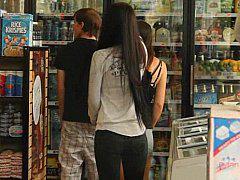 Ебля молодой парочки в магазине