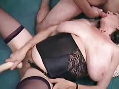 Старая проститутка берет в рот