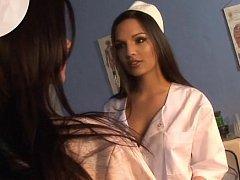Классные медсестры играют с фаллоимитатором