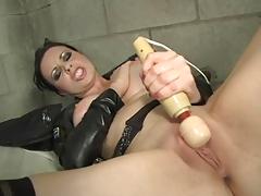 Развратная самка за решеткой