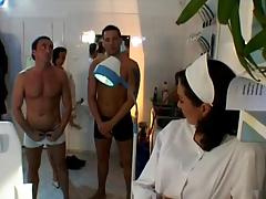 Похотливые Французские медсестры проводят медосмотр