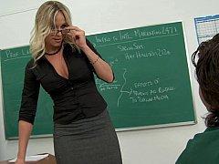 Сисястая училка трахается со студентом